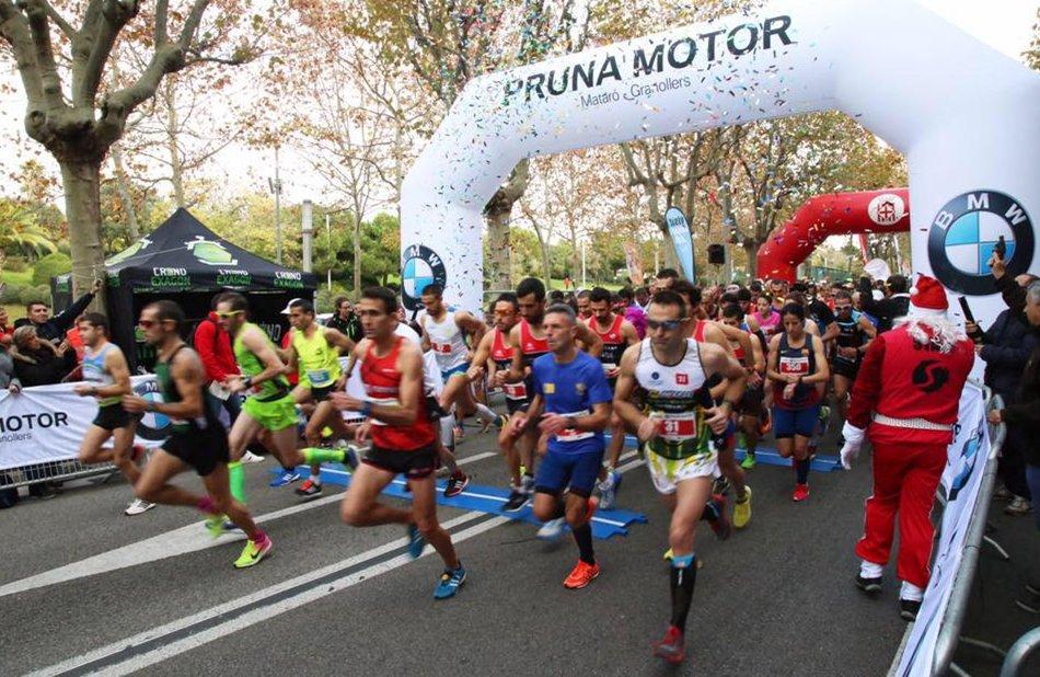 Estudiants de Physiotherapy-Barcelona i d'EUSES-UdG recuperen els participants de la mitja marató de Mataró