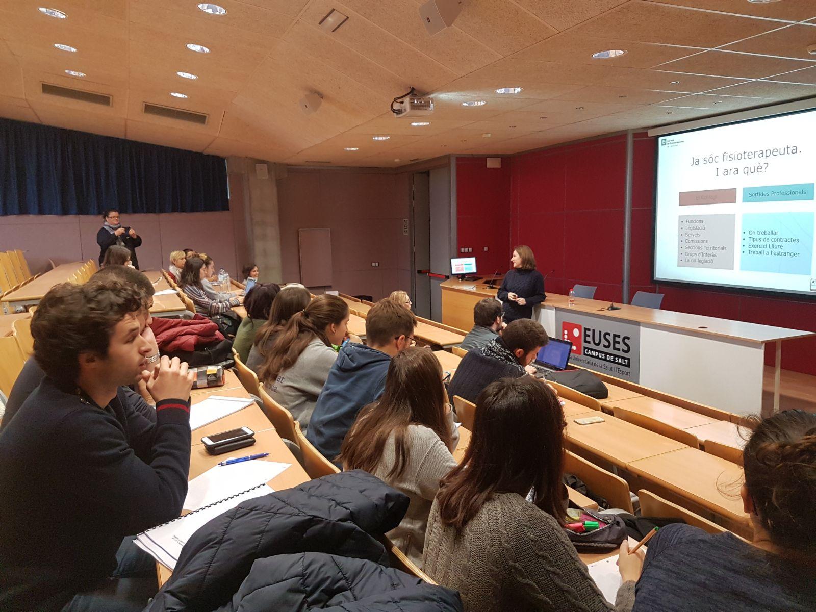 EUSES i el col·legi de fisioterapeutes realitzen una sessió informativa sobre sortides professionals als alumnes de 4t curs