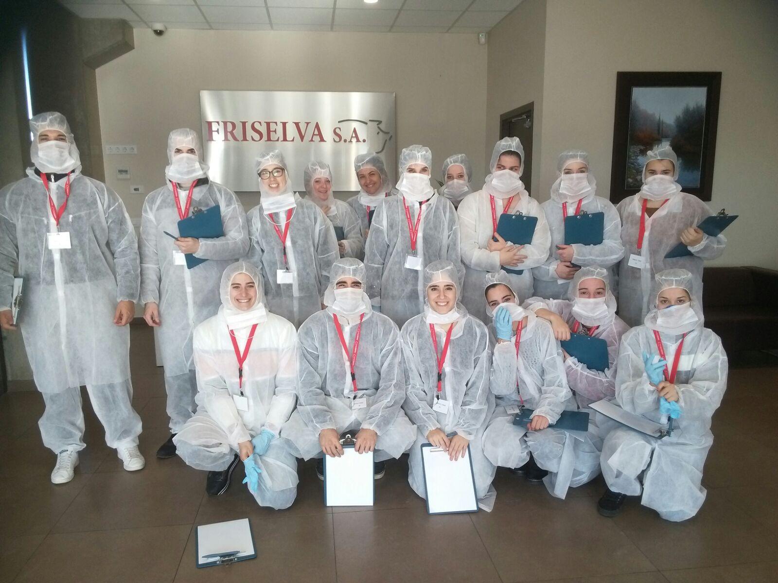 Els alumnes de 2n curs del Cicle de Tècnic Superior en Dietètica del Centre Privat Garbí visiten l'escorxador i la sala de desfer de Friselva