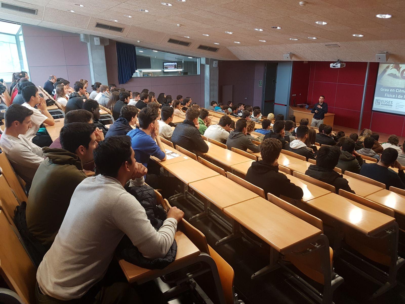 L'Escola Universitària de la Salut i l'Esport obre les portes i informa sobre els graus de CAFE i Fisioteràpia i el doble grau als futurs estudiants