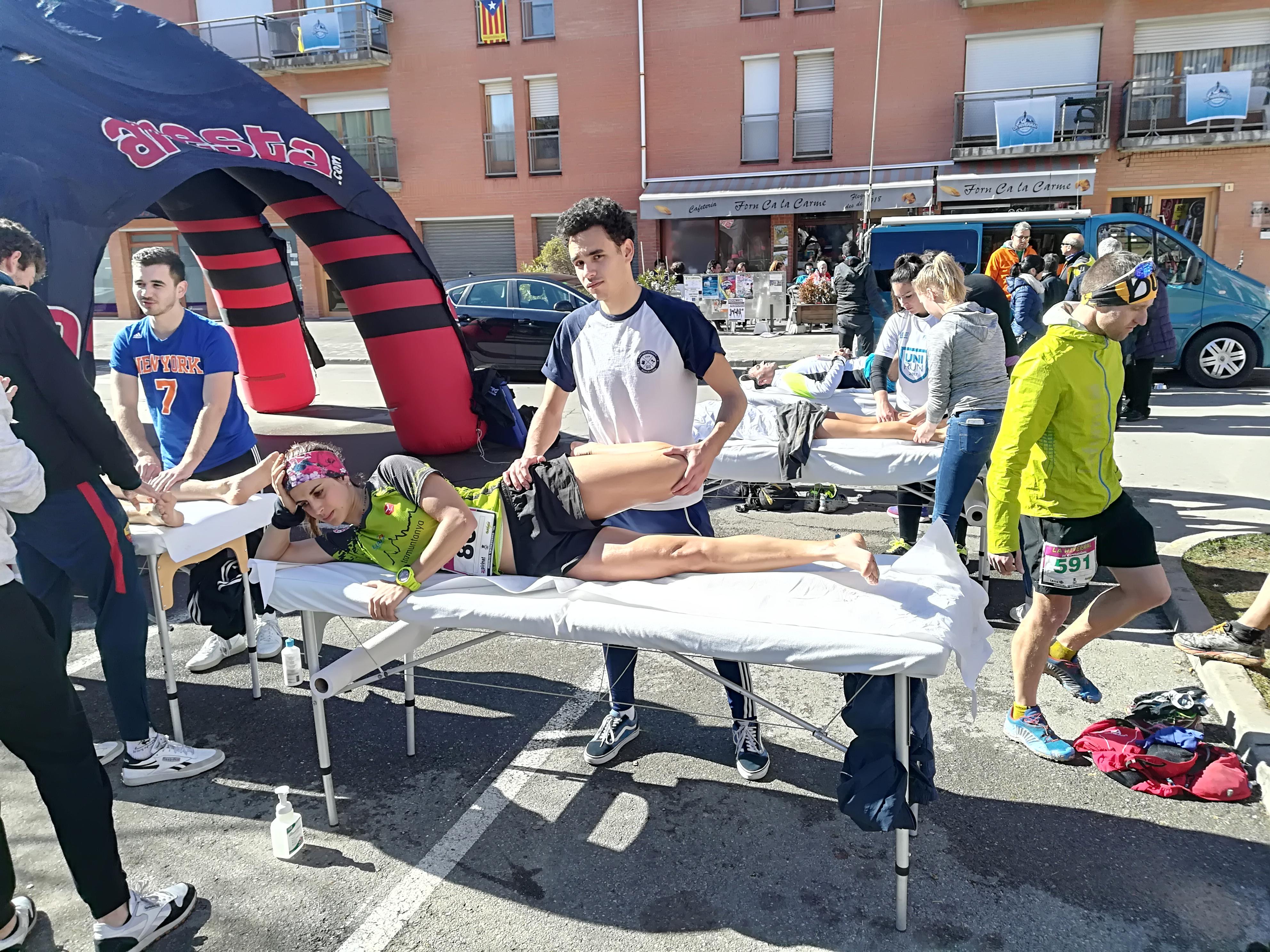 Alumnes del Grau en Fisioteràpia d'EUSES col·laboren en la recuperació dels esportistes de la Hivernal de Campdevànol