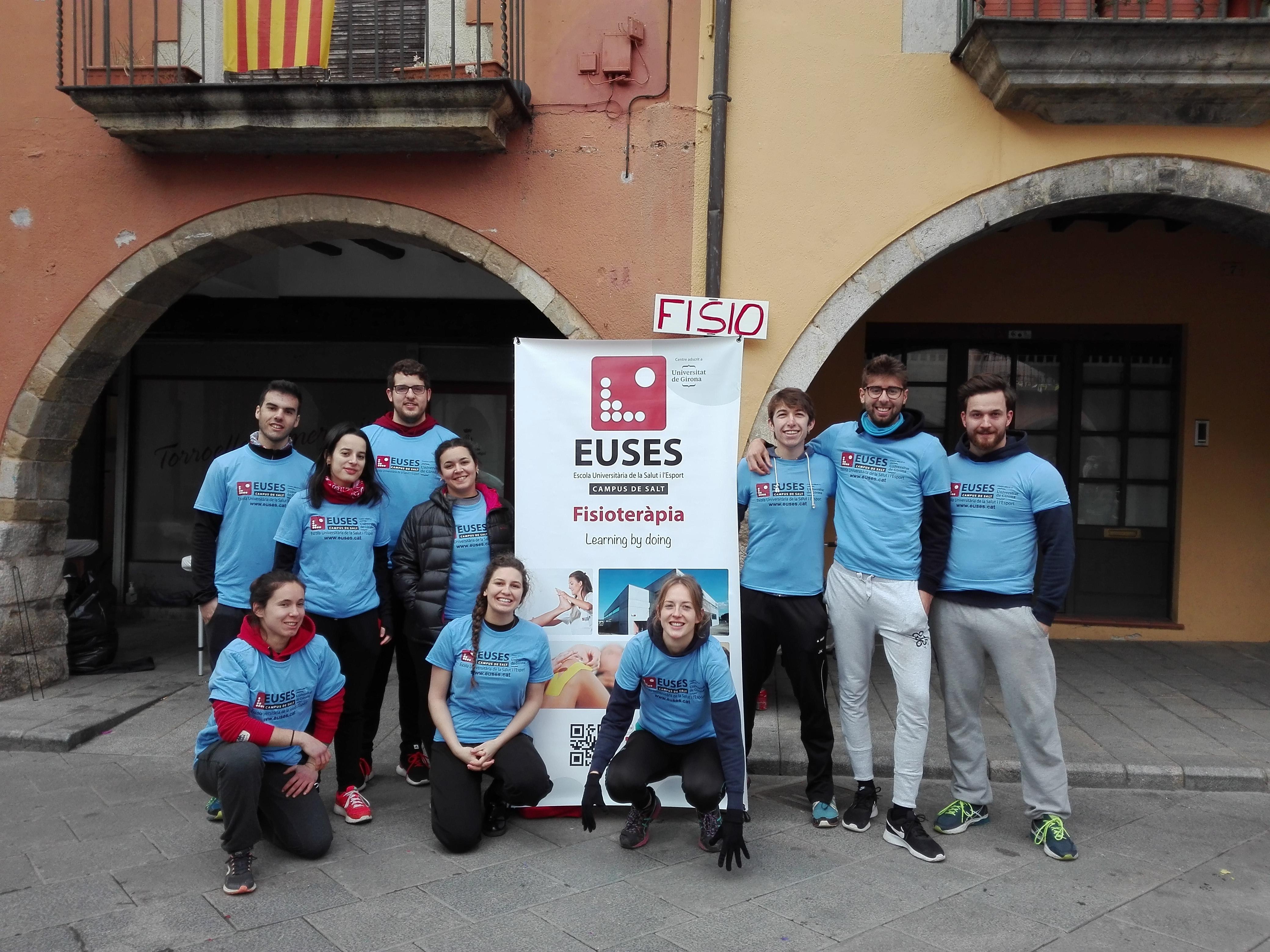 Estudiants del Grau en Fisiteràpia d'EUSES recuperen els participants de la Vertical Montgrí