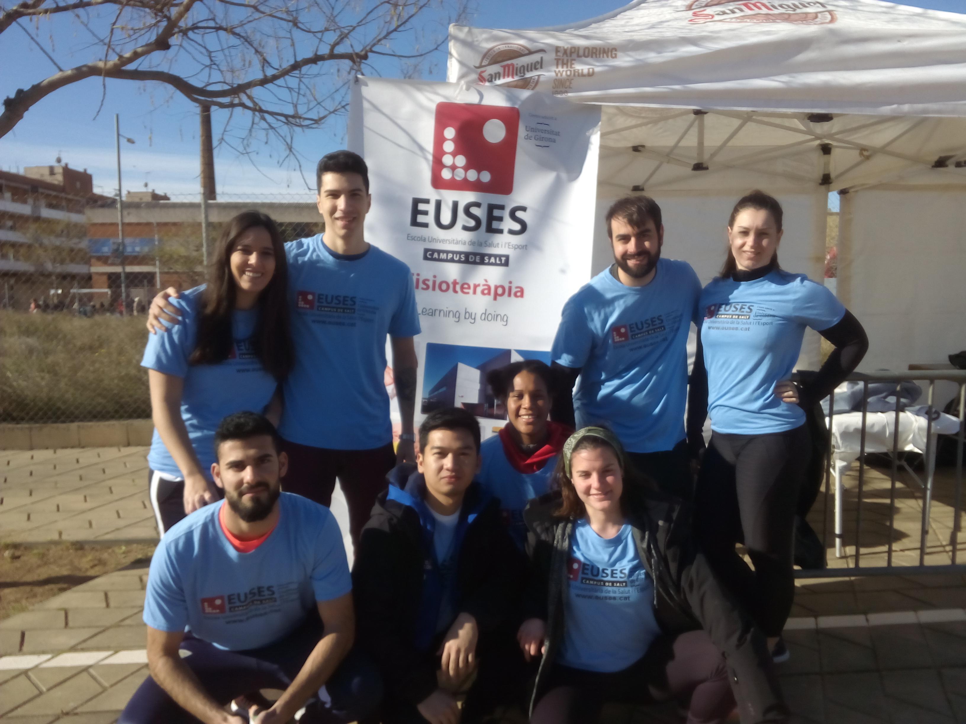 Estudiants del grau Physiotherapy Barcelona recuperen els participants de la Màgic BDN Running