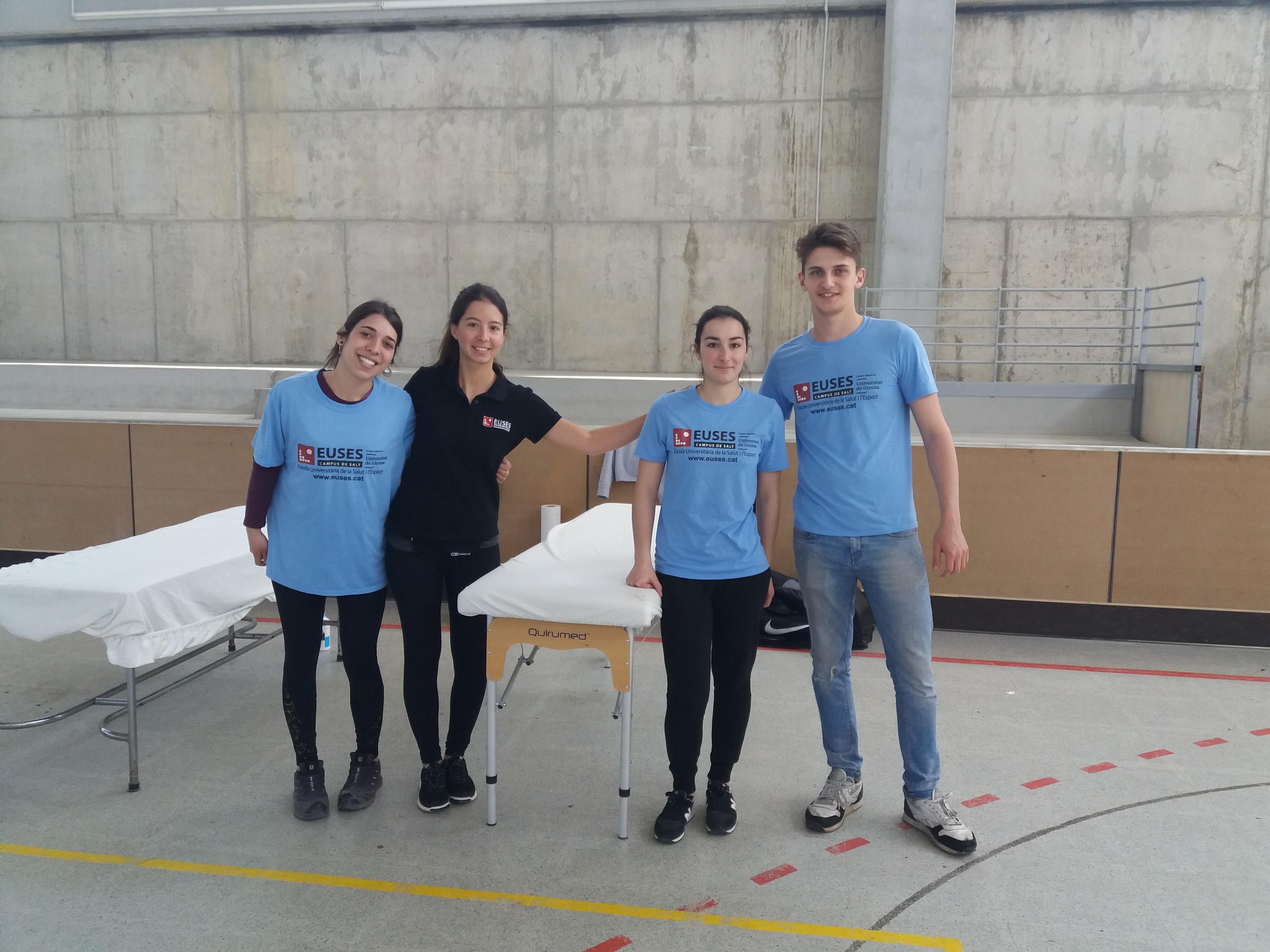 Estudiants del Grau en Fisioteràpia d'EUSES recuperen els ciclistes de la prova de BTT a Sant Jordi Desvalls