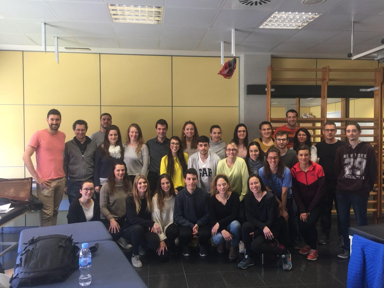 """Finalitza a EUSES la 5a edició del """"Curs d'abordatge fisioterapèutic de les lesions d'espatlla"""" dirigit pel professor Lluís Puig"""