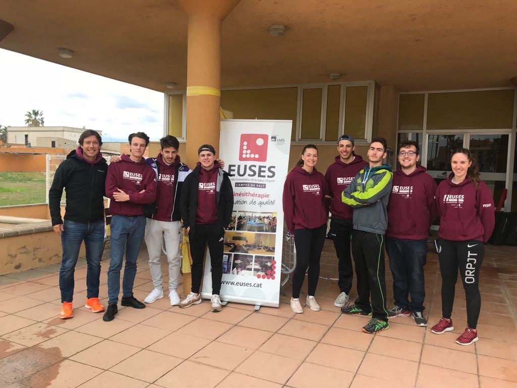 Estudiants del Grau en Fisioteràpia d'EUSES Terres de l'Ebre-URV recuperen els participants del Tricircuit Deltebre