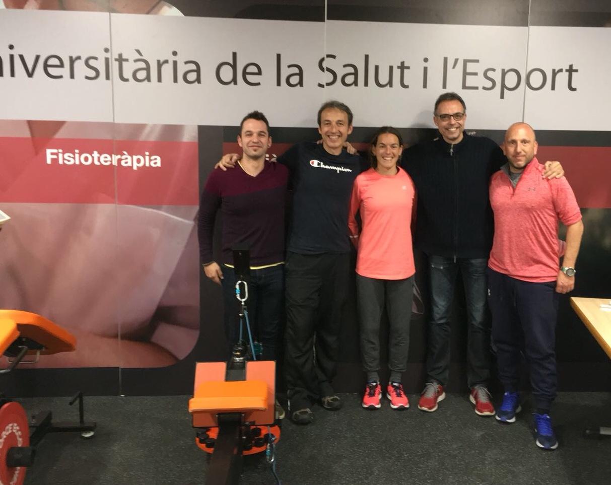 L'atleta olímpica Esther Guerrero realitza diversos tests de potència amb les màquines inercials d'EUSES Lab
