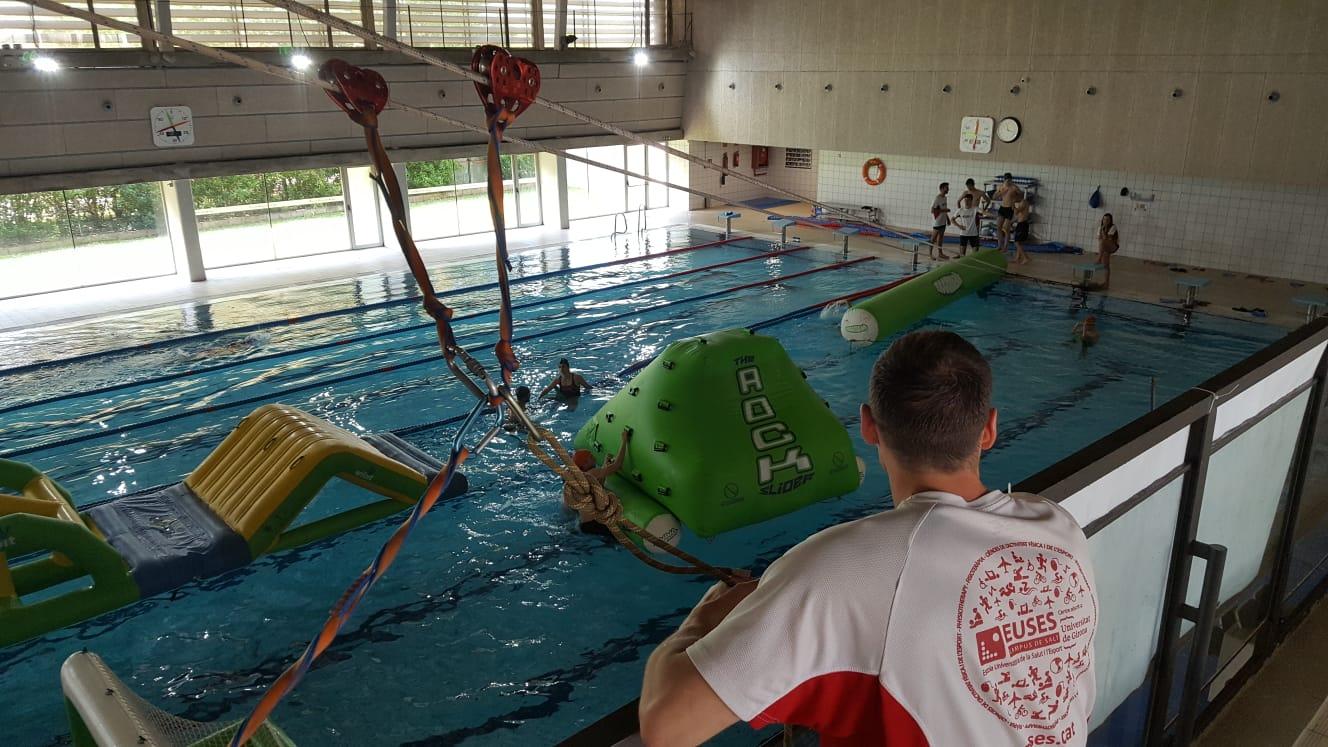 La piscina de Salt es converteix en un Parc Aquàtic organitzat pels alumnes de 3r curs de CAFE amb la col·laboració de l'empresa Remulla't