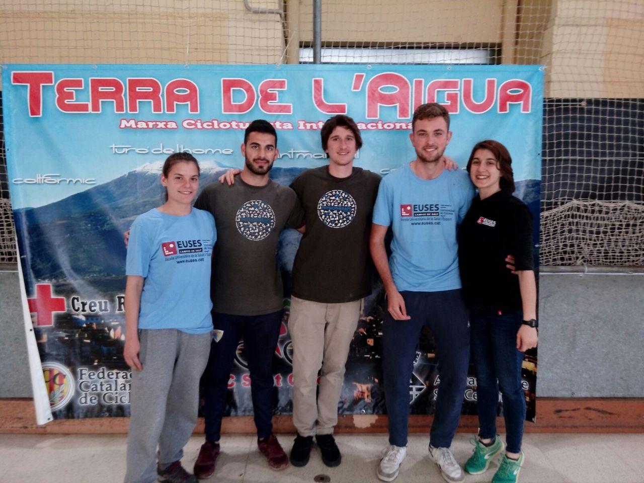 Estudiants de Physiotherapy Barcelona recuperen els ciclistes de la marxa cicloturista Terra de l'Aigua, a Sant Celoni