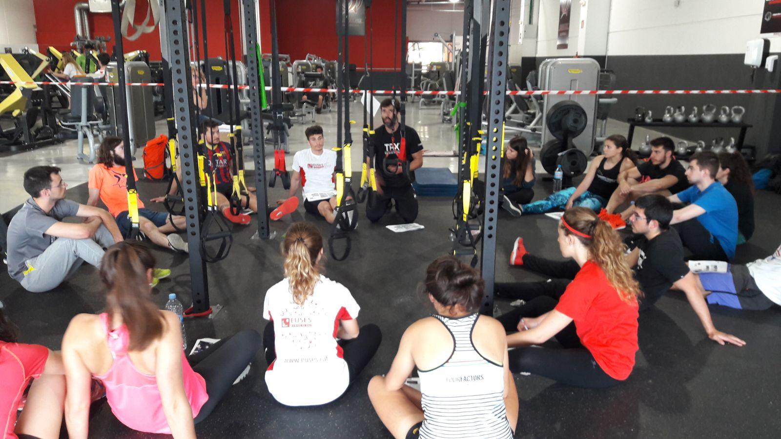 Els alumnes de 3r del Grau en Ciències de l'activitat Física i de l'Esport participen en una masterclass de TRX a través de l'assignatura de Noves Tendències – Esports d'Equip II