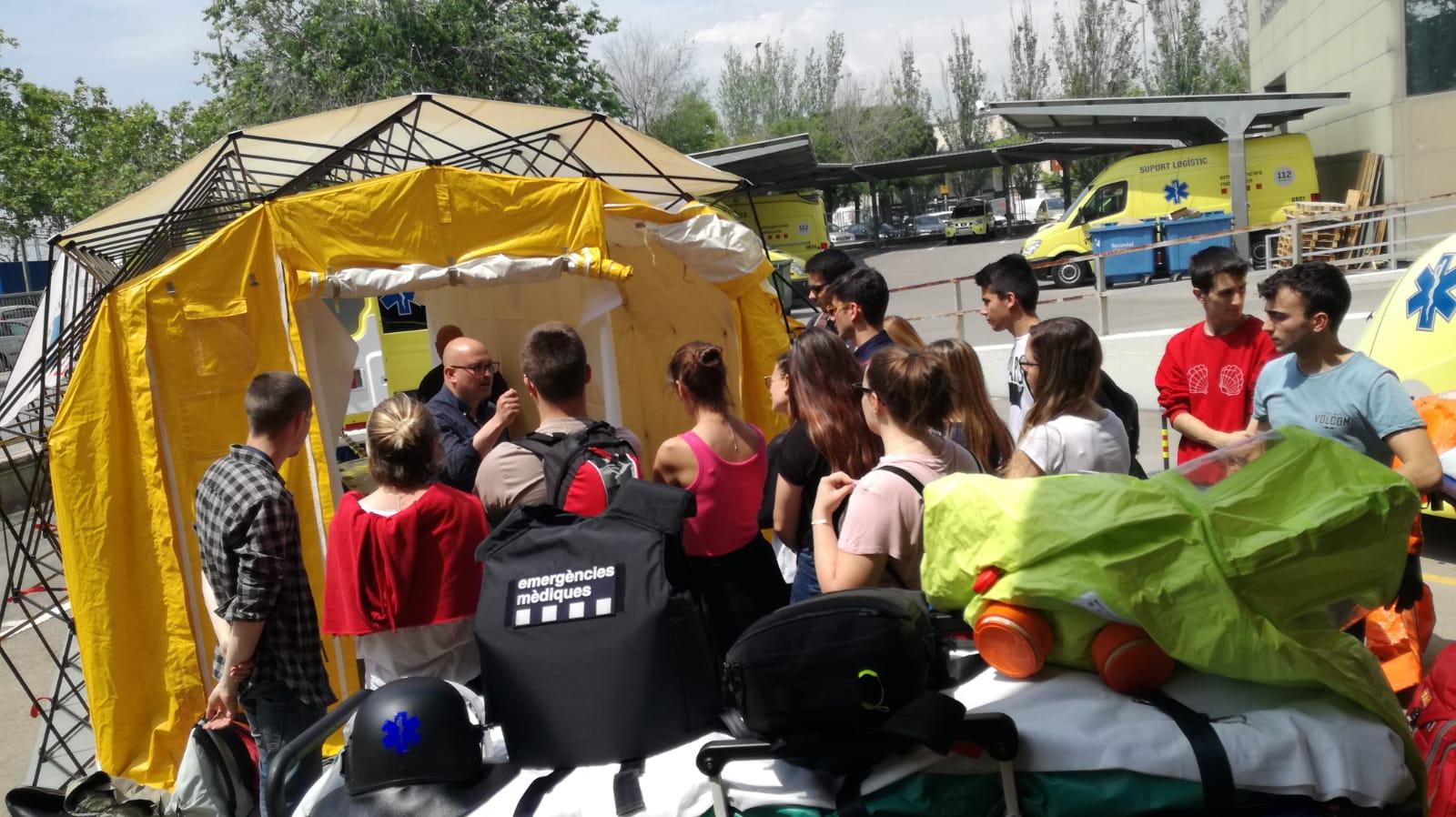 Els alumnes de 1r curs del cicle formatiu de TES del Centre Garbí visiten la seu del Sistema d'Emergències Mèdiques de l'Hospitalet del Llobregat