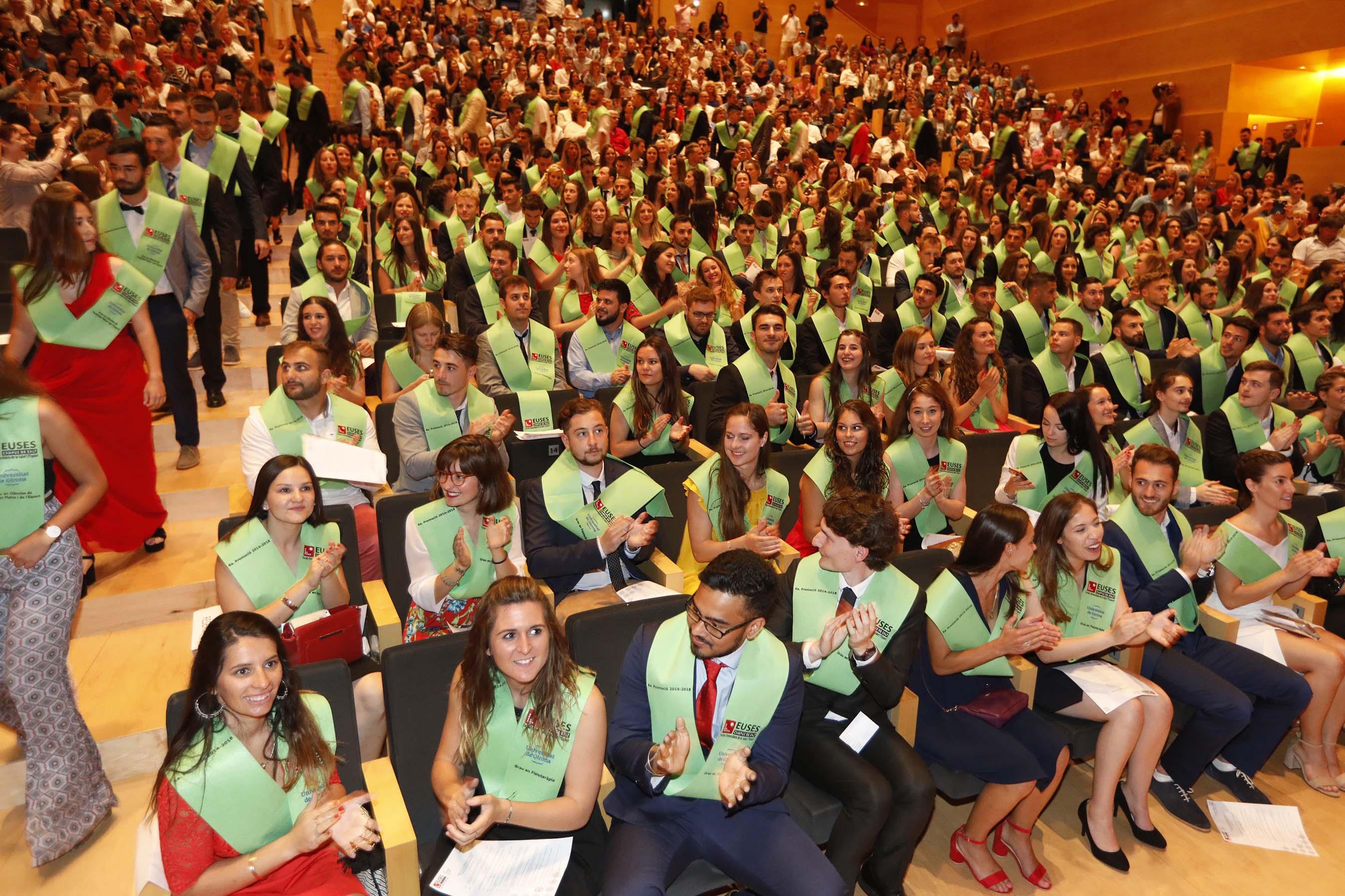 L'acte de graduació de la 6a promoció dels Graus en Fisioteràpia i en Ciències de l'Activitat Física i l'Esport d'EUSES omple l'Auditori de Girona