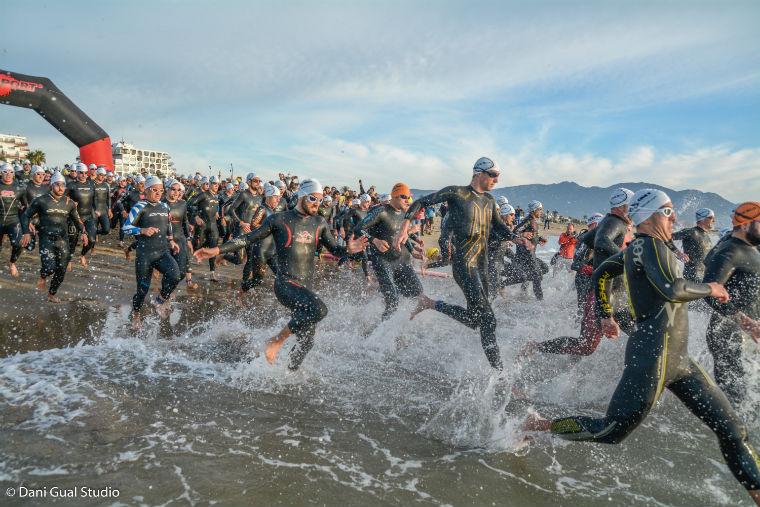 L'Escola Universitària de la Salut i l'Esport posa el seu gra de sorra en la triatló de l'Ametlla de Mar