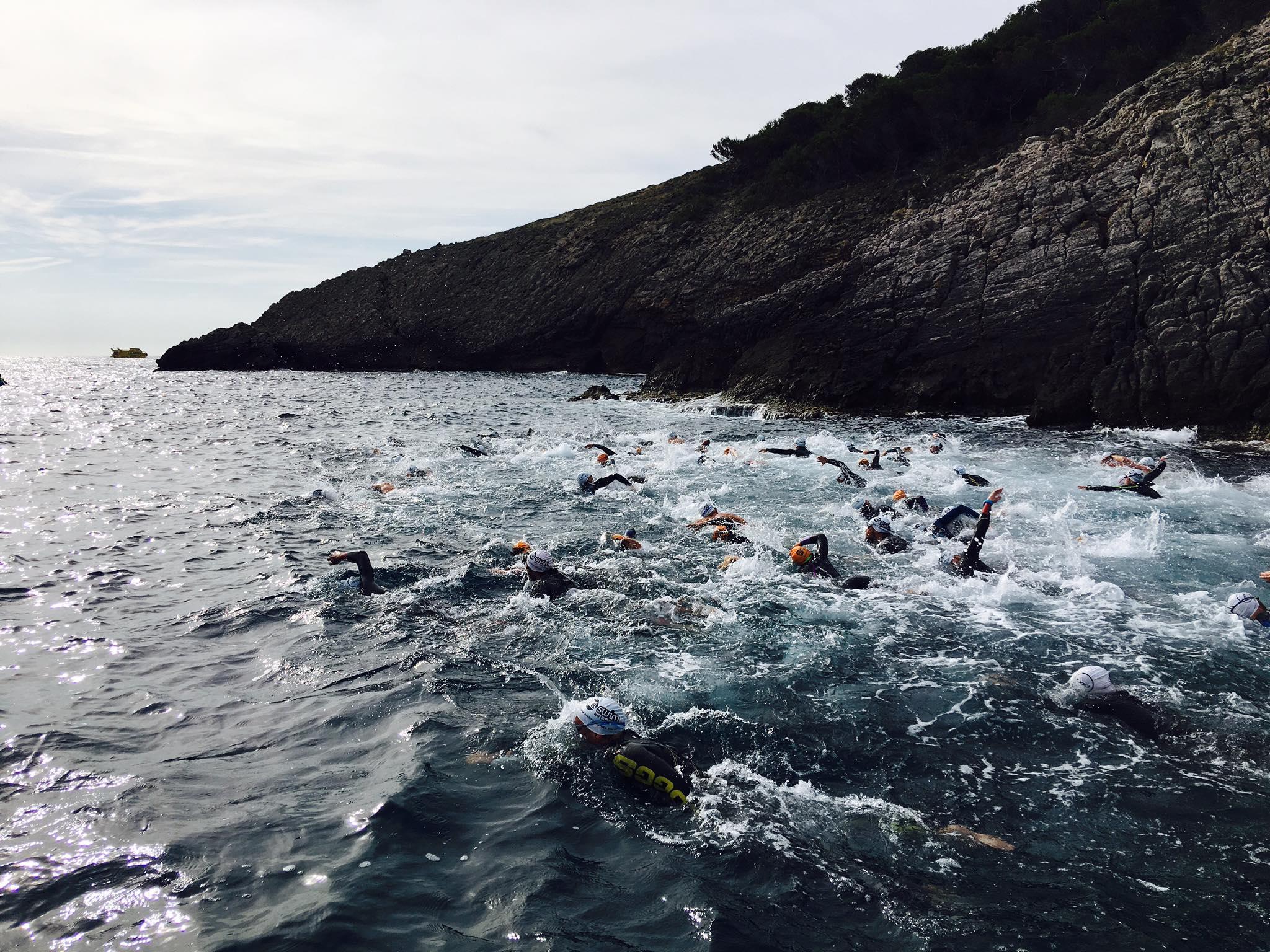 L'Escola Universitària de la Salut i l'Esport col·labora en una nova edició de la Swim Transfronterera, a Portbou