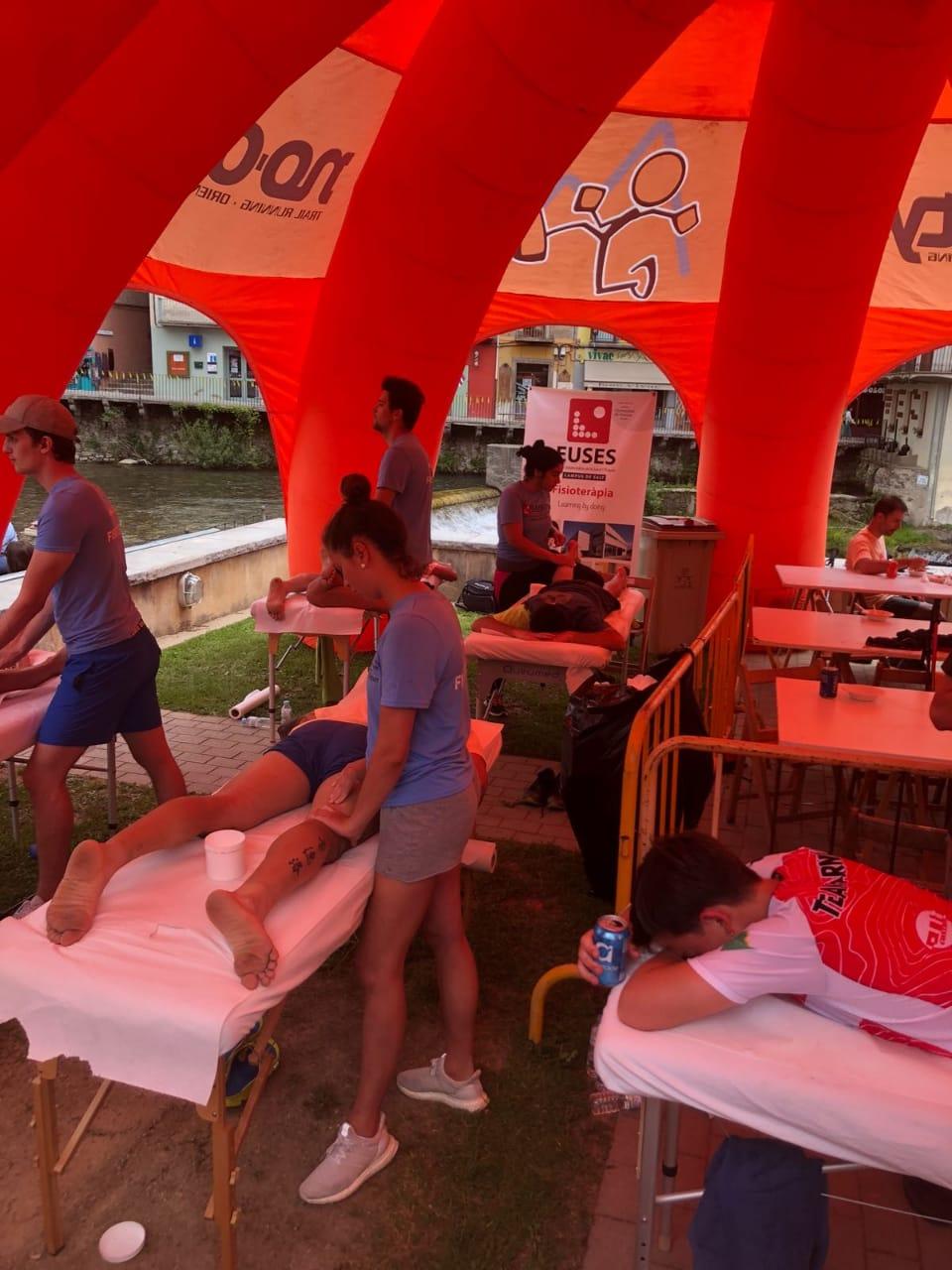 Estudiants del Grau en Fisioteràpia d'EUSES recuperen els participants de la Trail Ulldeter