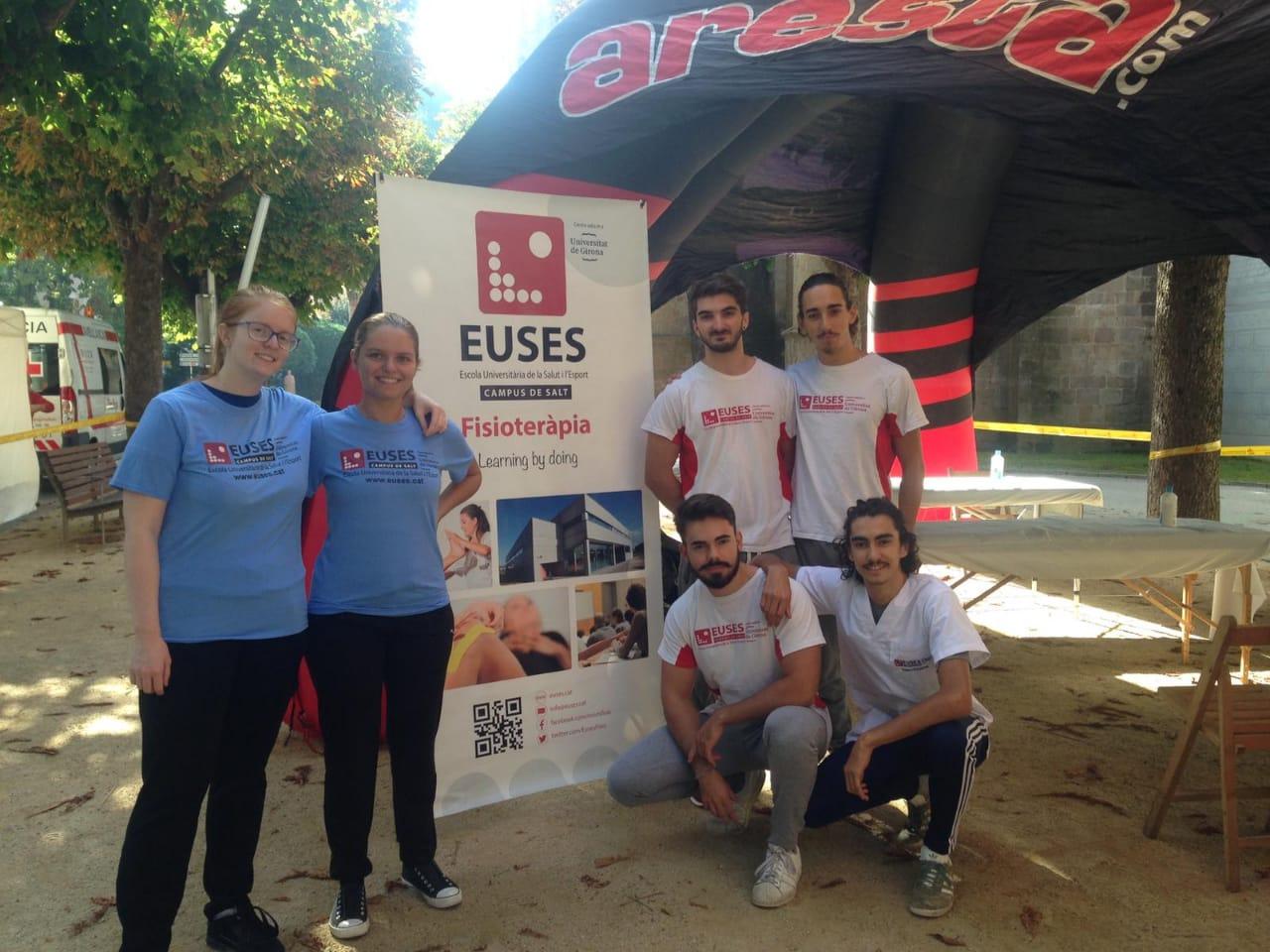 Estudiants del Grau en Fisioteràpia d'EUSES recuperen els participants de la Taga EVO, el primer voluntariat del curs 2018/19