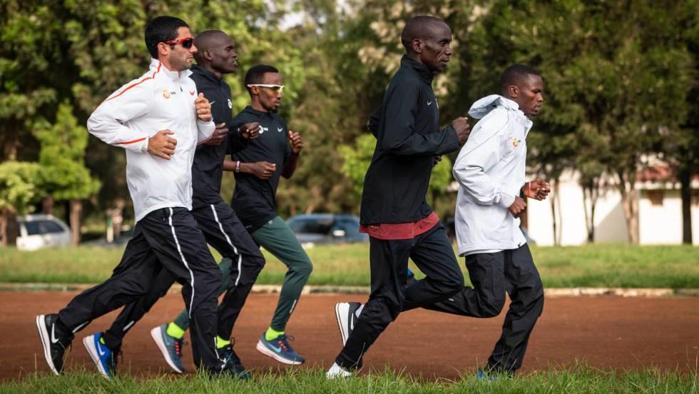 El fisioterapeuta català que cuida els músculs del plusmarquista mundial de marató