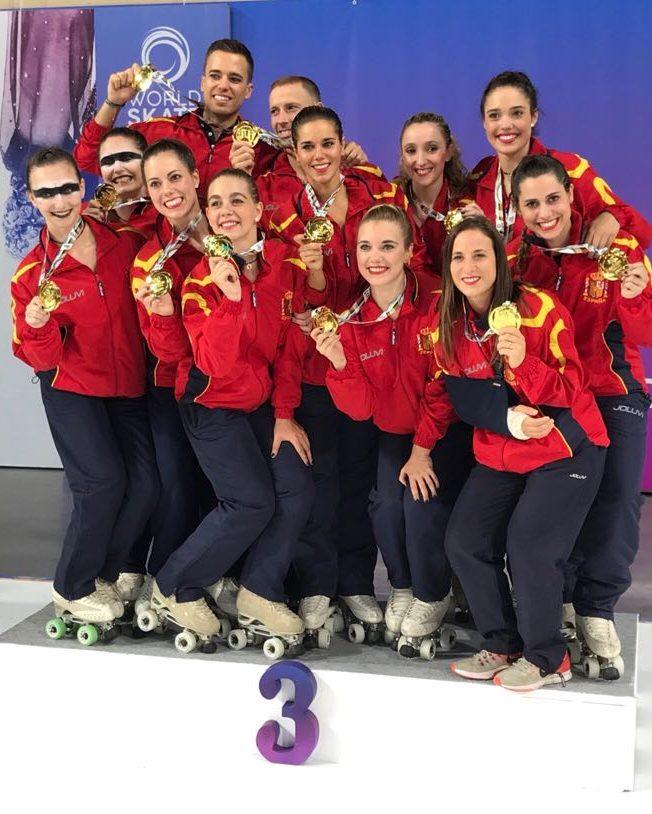 Laura Armenteros, fisioterapeuta graduada per EUSES-Terres de l'Ebre, puja al podi amb el Club Patí l'Aldea en el campionat del món de grups de xou petits de patinatge