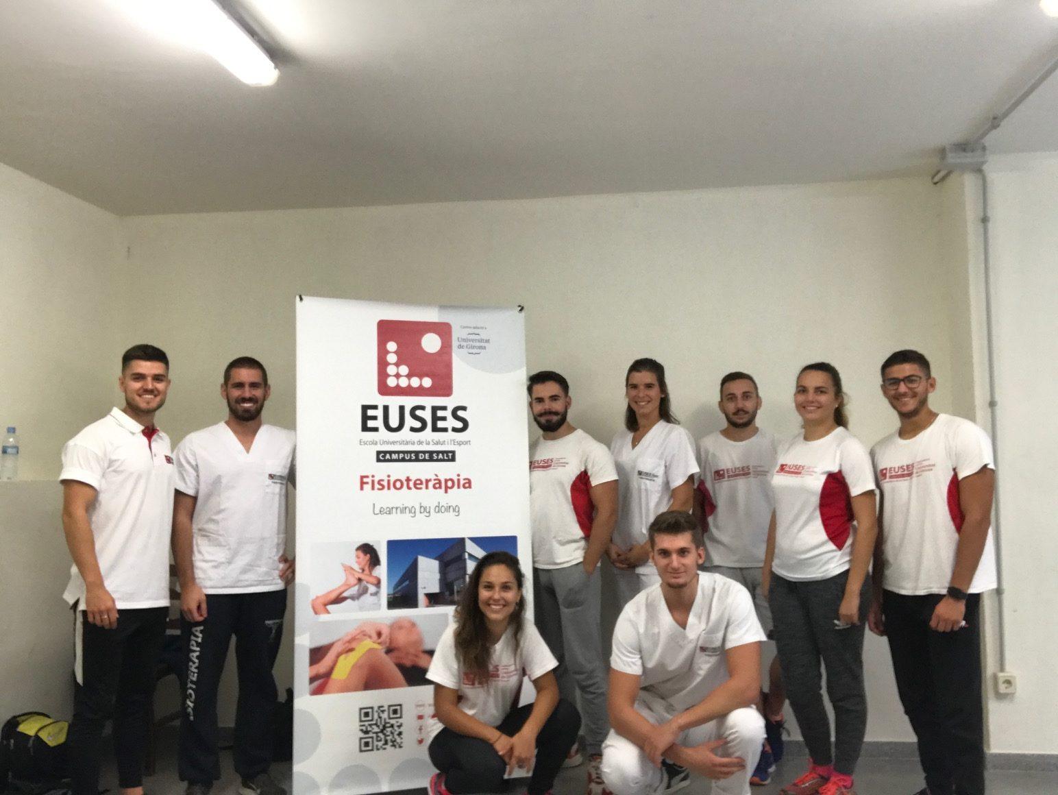 Estudiants del Grau en Fisioteràpia d'EUSES recuperen els participants de la Trepitja Garrotxa