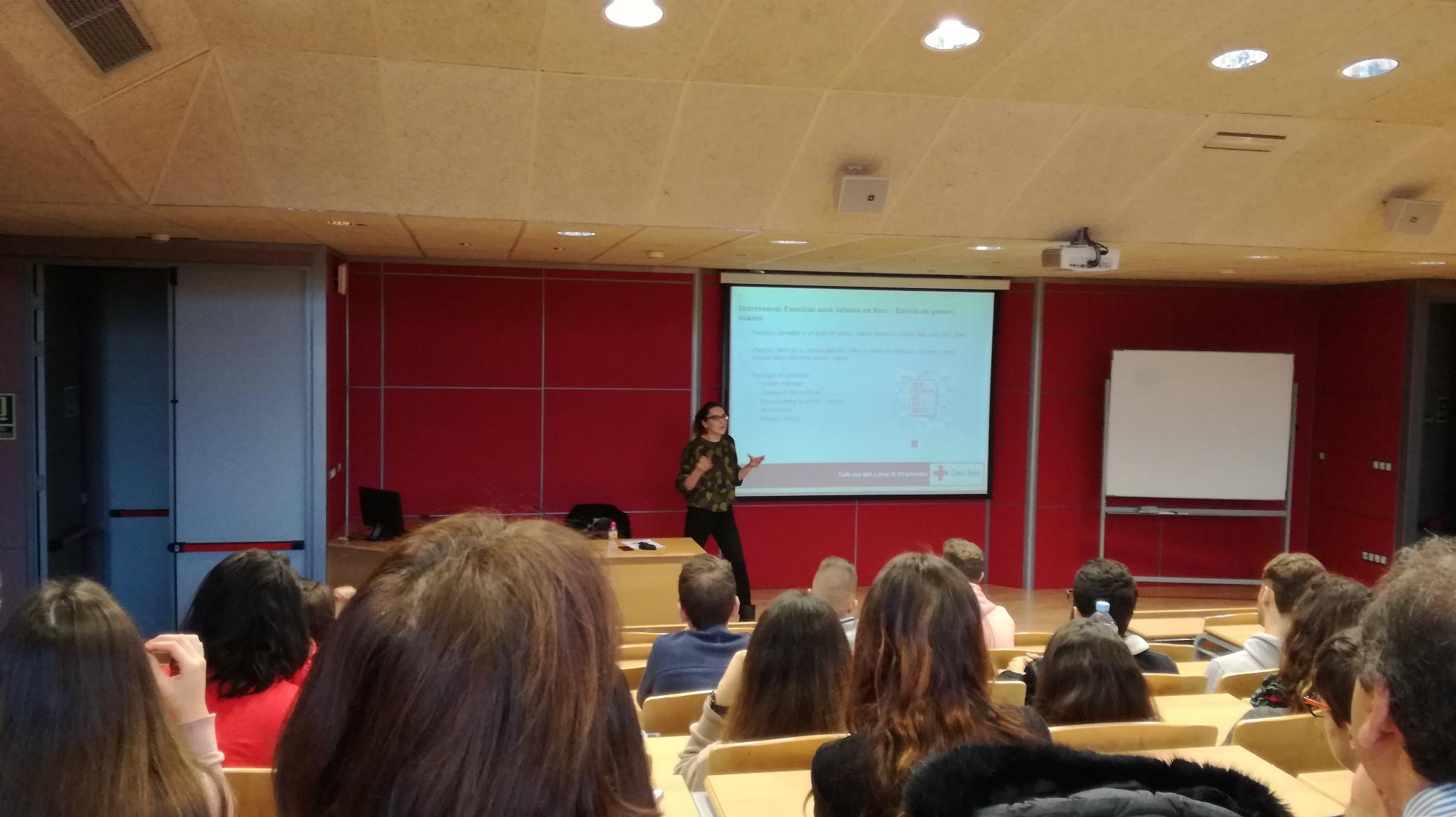 Representants de l'Assemblea Provincial de la Creu Roja de Girona realitzen dues xerrades al Centre Garbí dirigides als alumnes dels cicles de Dietètica i de TES