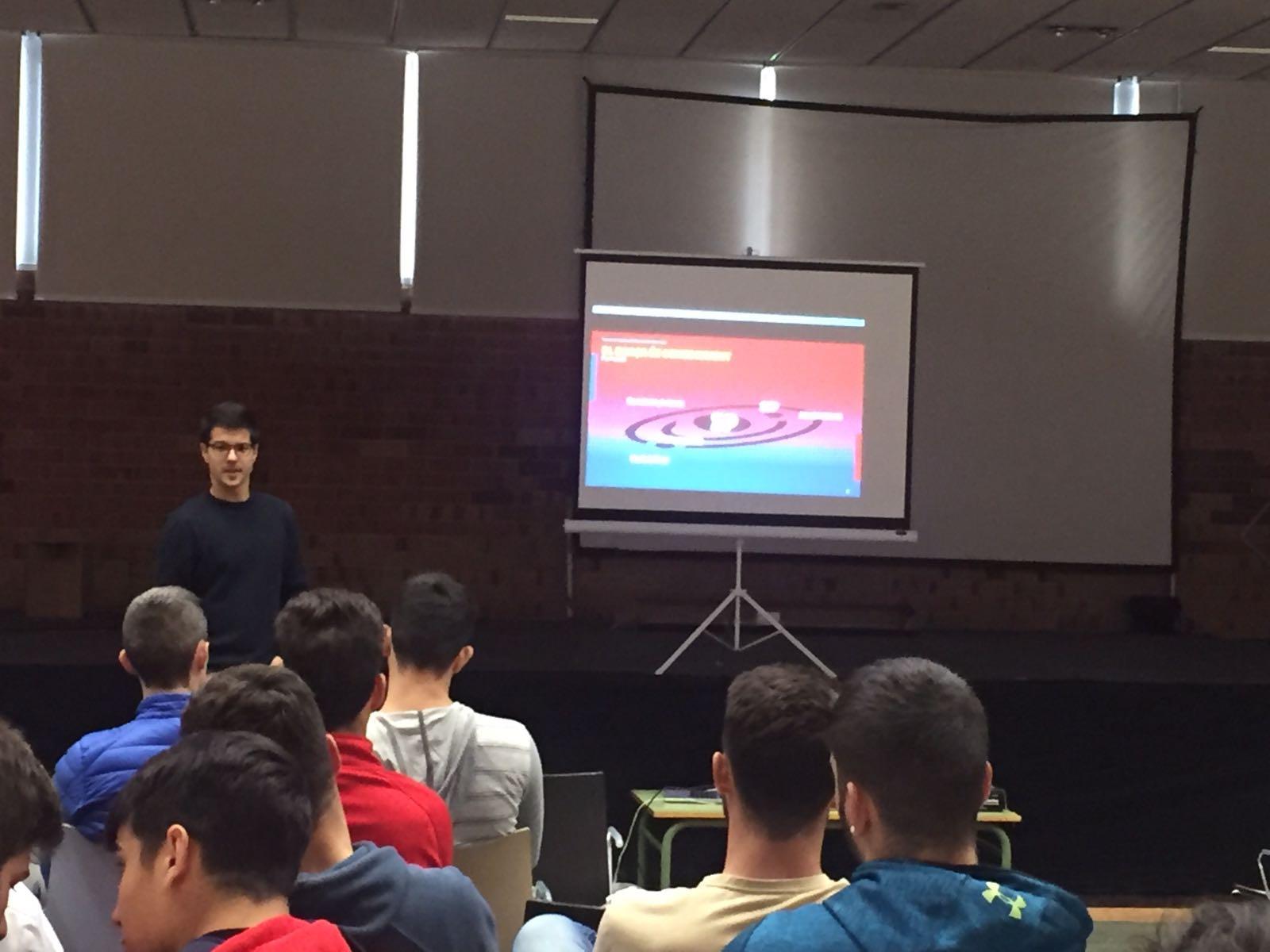 Jornada formativa de Jordi Arasa, coordinador de Barça Academy a Àsia, als estudiants de CAFE a Terres de l'Ebre