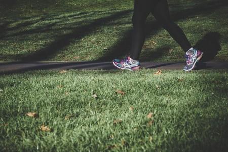 Un nuevo estudio confirma que andar sólo 10 minutos mejora nuestra función cerebral