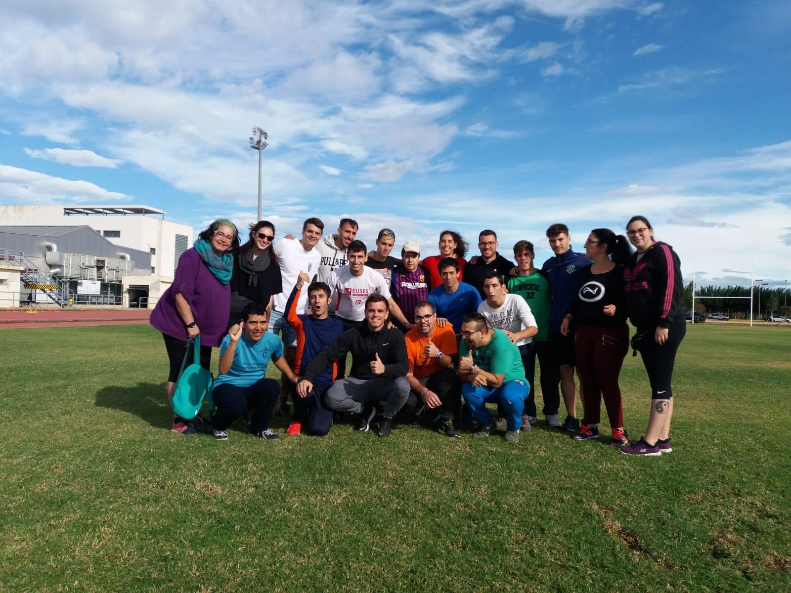 EUSES Terres de l'Ebre i el centre La Duna de Deltebre celebren tres jornades pràctiques d'atletisme, bitlles i activitats aquàtiques per a persones amb discapacitat