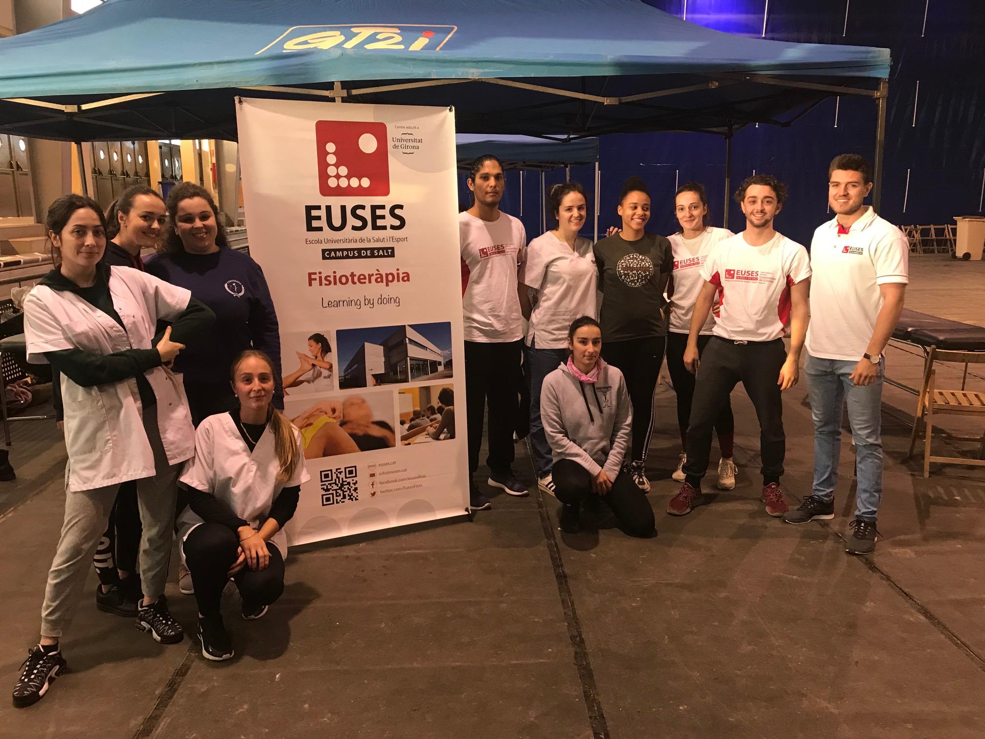 Estudiants del Grau en Fisioteràpia d'EUSES recuperen els participants d'una nova edició de la Marató de l'Ardenya