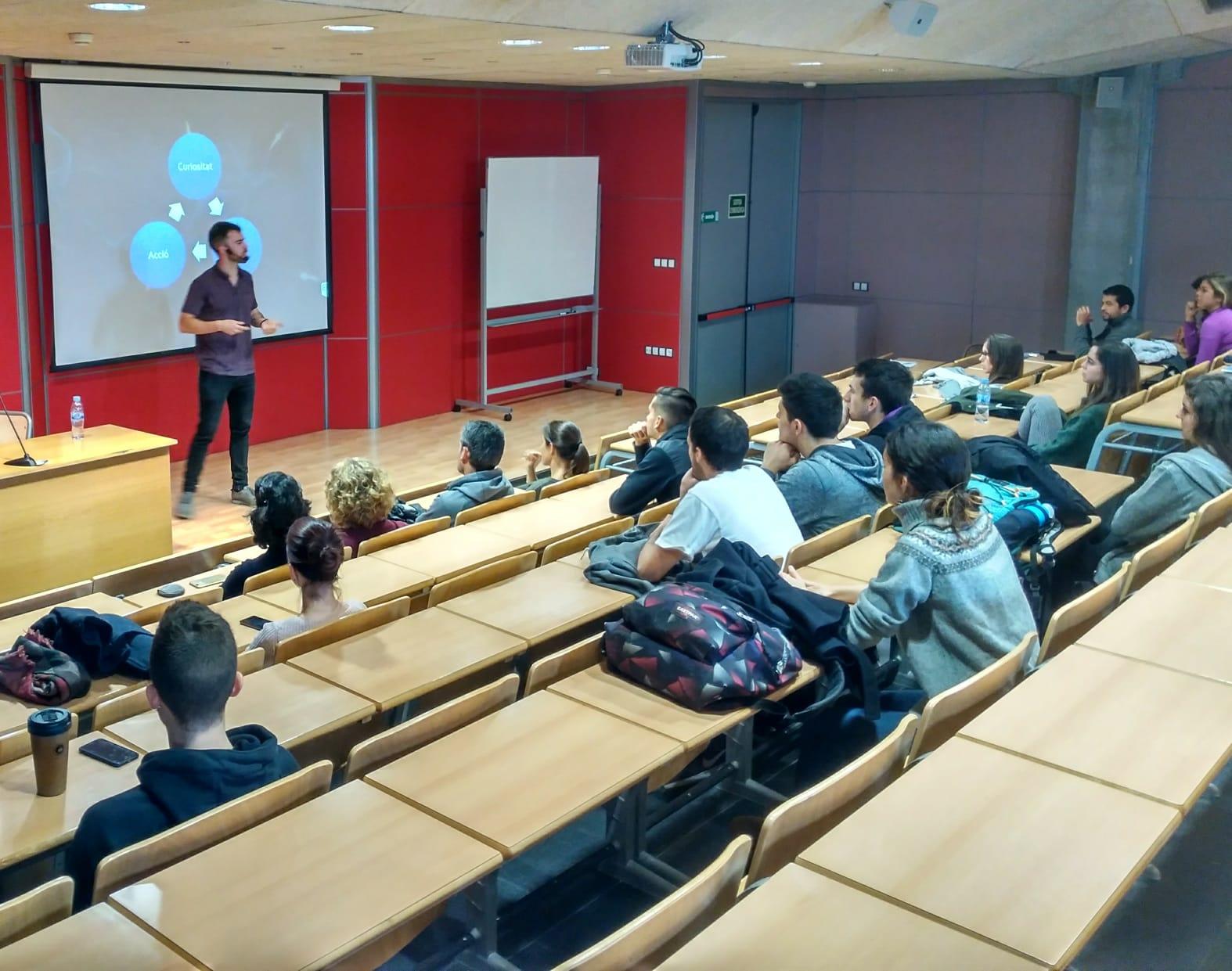 """Bernat de las Heras imparteix a EUSES la conferència: """"Exercici i neurociència. Des de Girona al Canadà"""""""