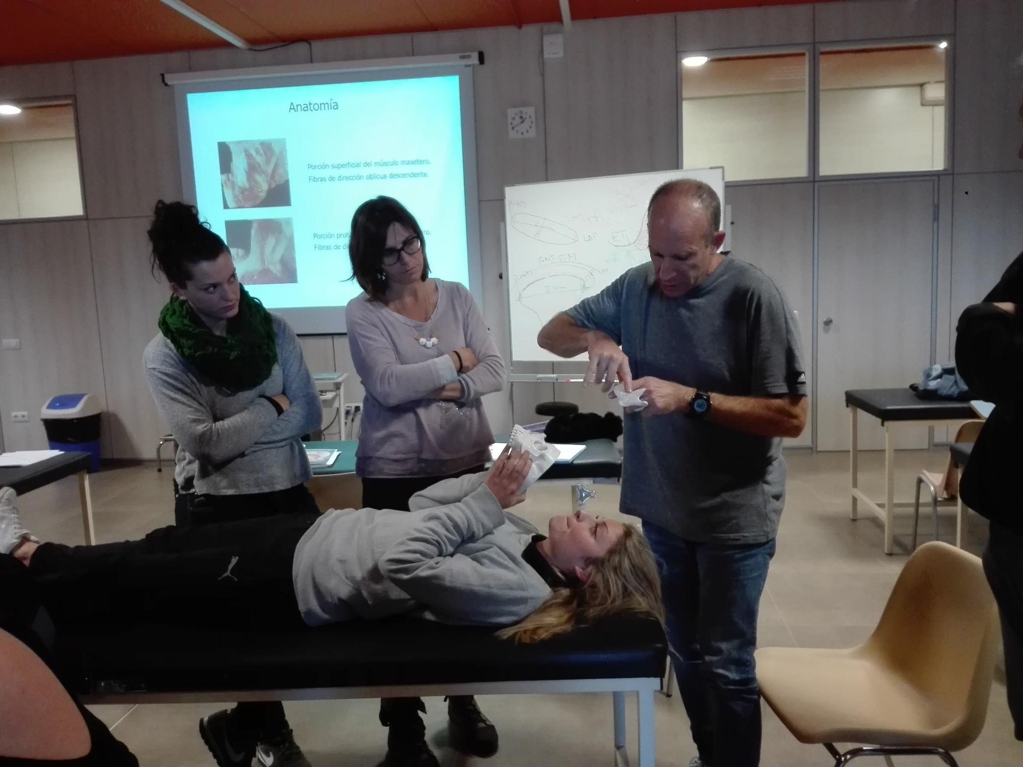"""Leandro Gutman imparteix a EUSES el primer seminari del """"curs d'especialització en l'abordatge fisioterapèutic dels transtorns de l'ATM i la seva relació amb la columna vertebral"""""""