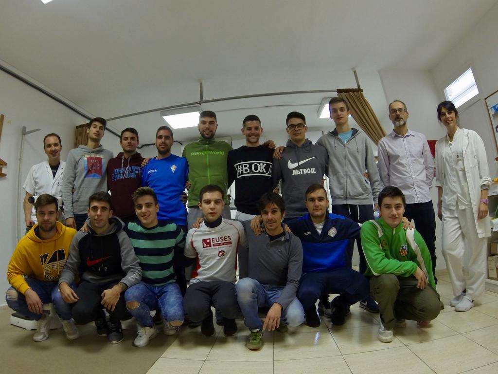 Els estudiants de 2n del Grau en CAFE d'EUSES-URV realitzen una classe pràctica a la Clínica Terres de l'Ebre de Tortosa