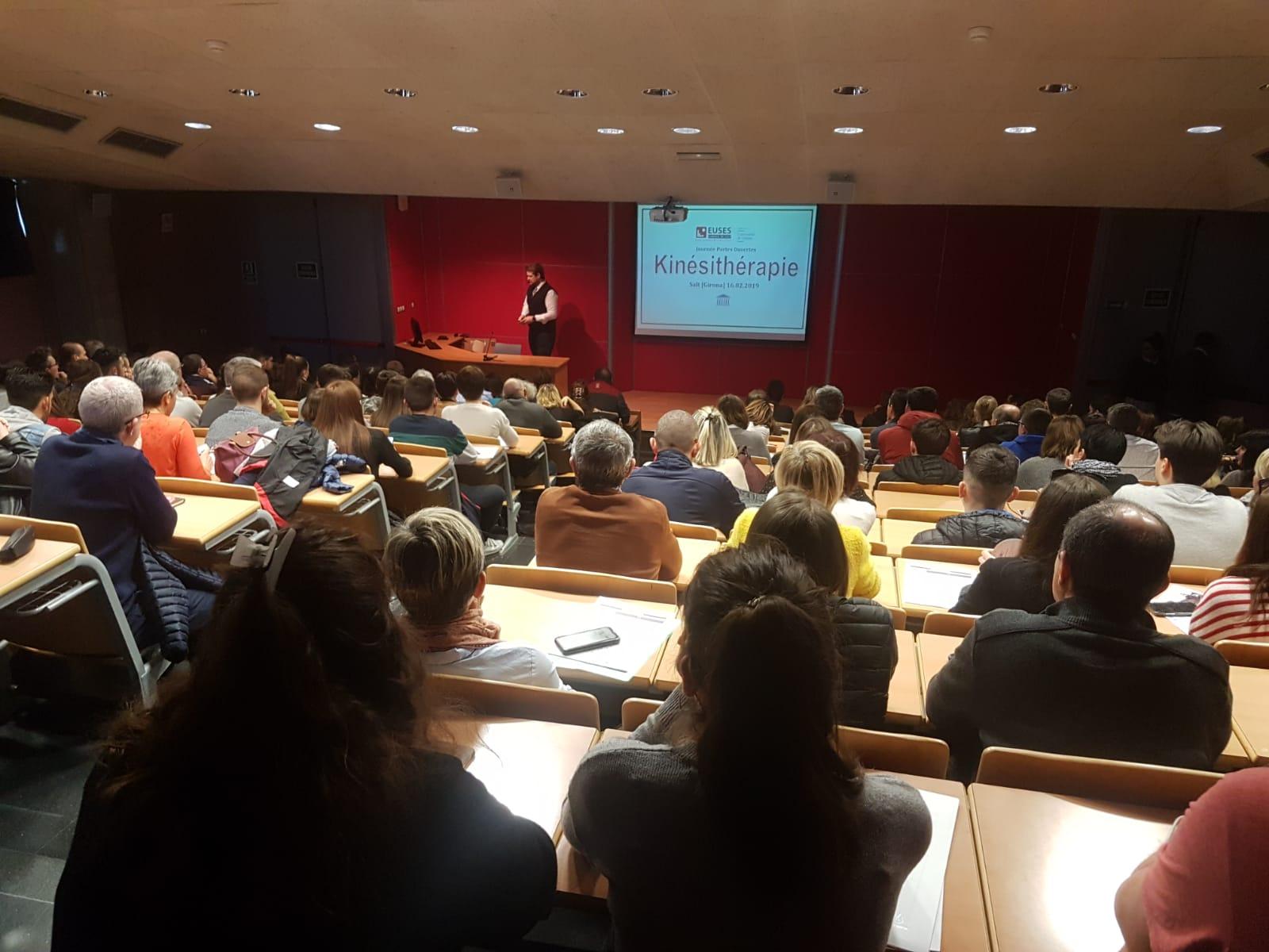 Èxit d'assistència en la jornada de portes obertes del Grau en Fisioteràpia a l'Escola Univeristària de la Salut i l'Esport en el Campus de Salt