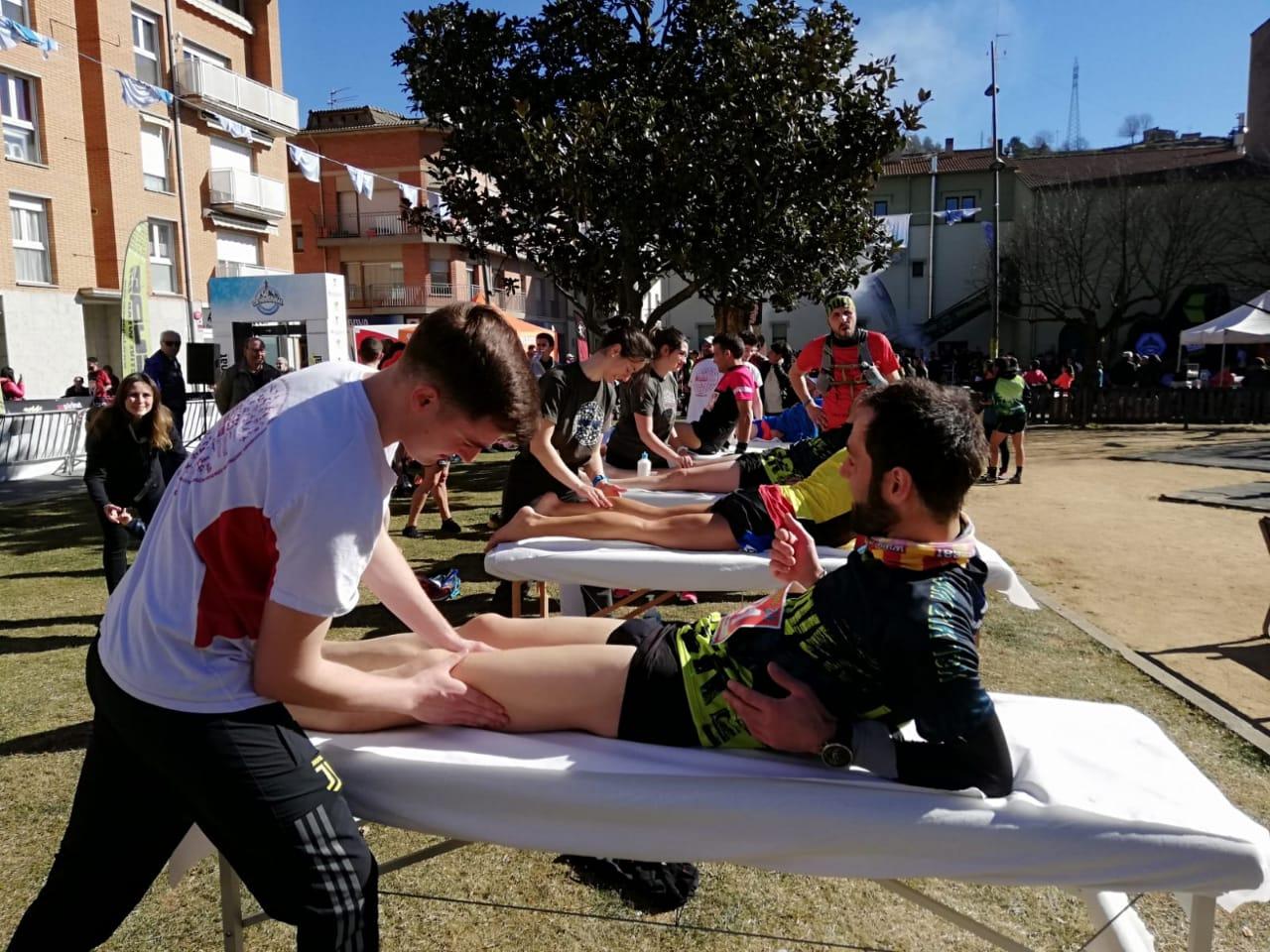 Estudiants del Grau en Fisioteràpia d'EUSES recuperen els participants de la Hivernal de Campdevànol